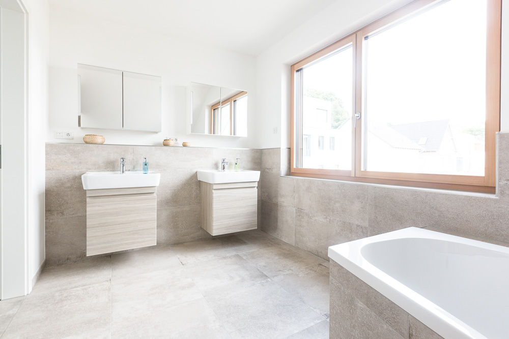 Wuppertal neubau einfamilienhaus badezimmer oxenfart for Badezimmer neubau